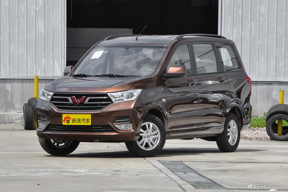 2018款五菱宏光S 1.5L手动舒适型L2B国VI