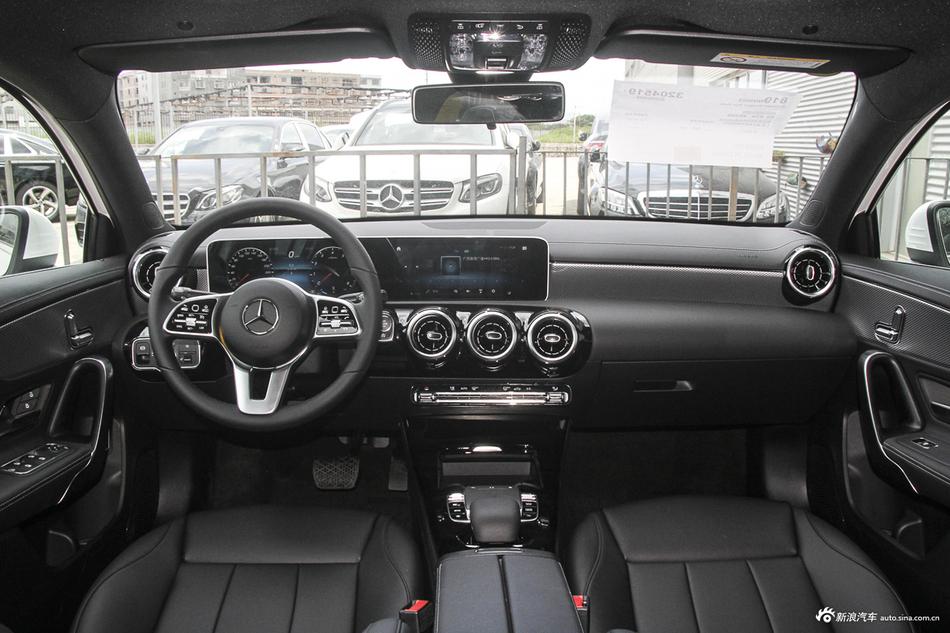 2019款奔驰A级 1.3T自动200 L