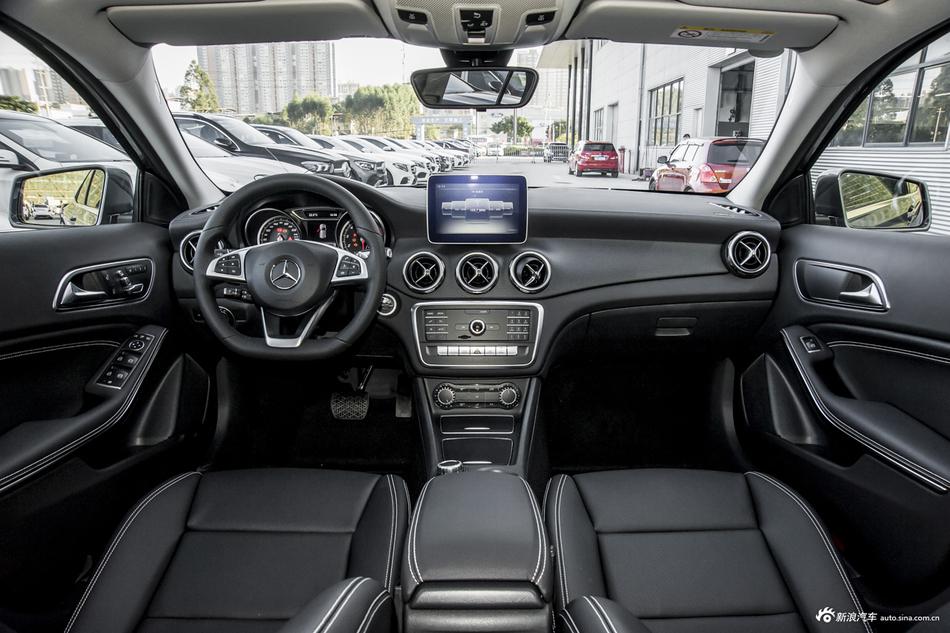 2019款奔驰GLA级 GLA200 1.6T 自动时尚型