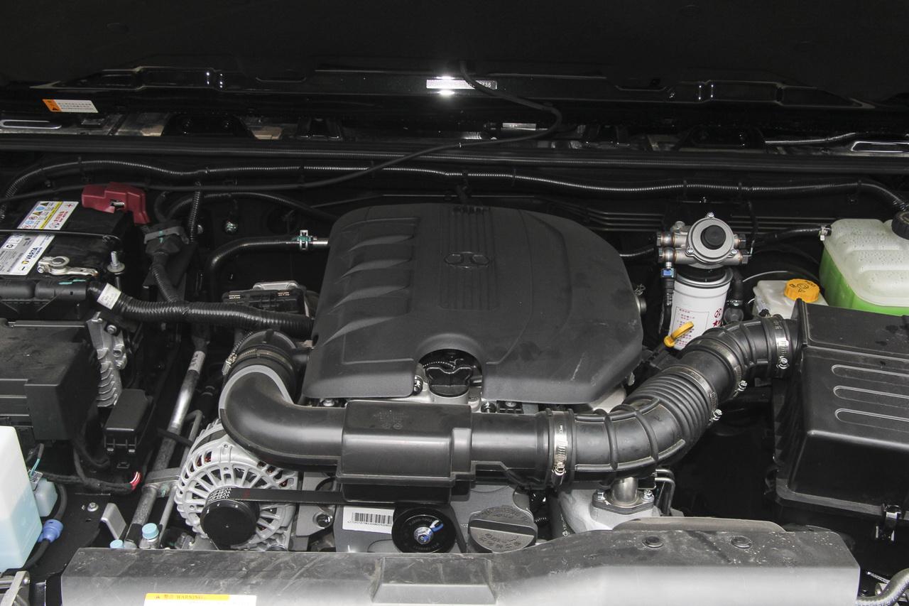 2018款北京BJ40 PLUS 2.0D手动四驱尊贵版柴油