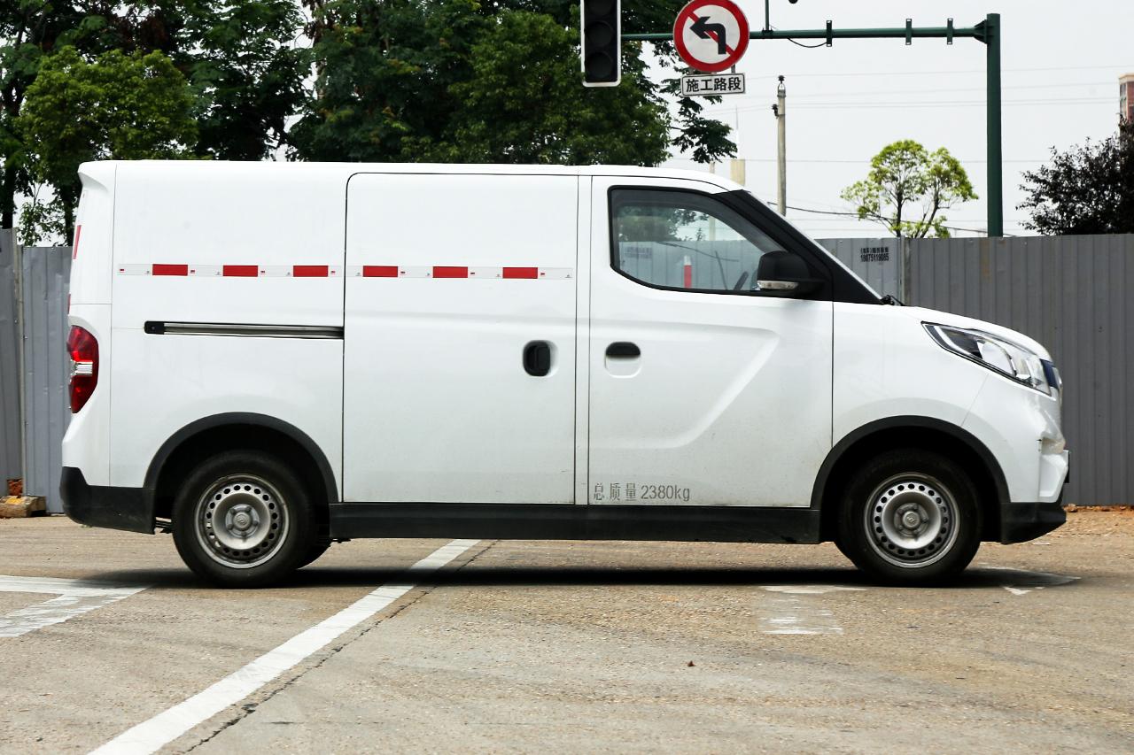 2019款上汽MAXUS EV30 智联版短轴35kWh