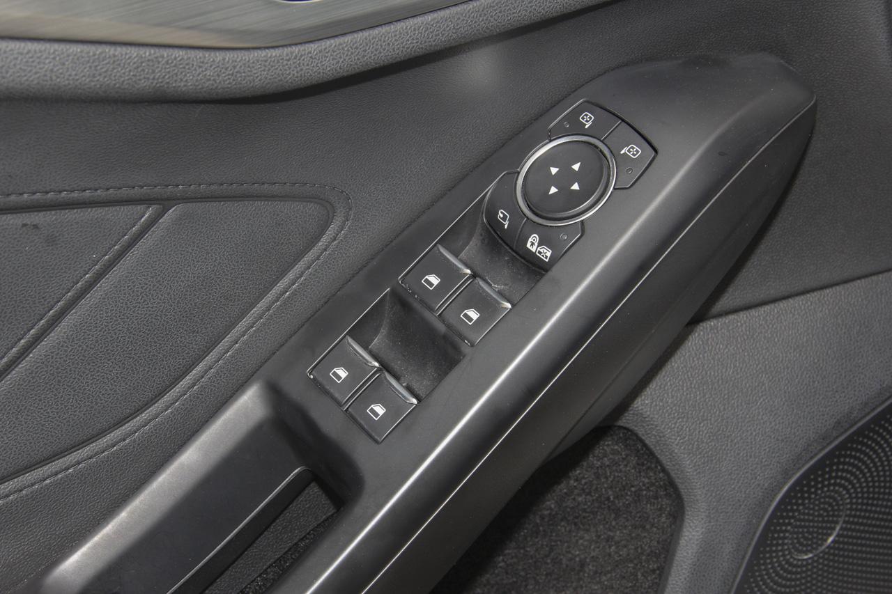 2019款福克斯两厢1.5L自动锋跃型