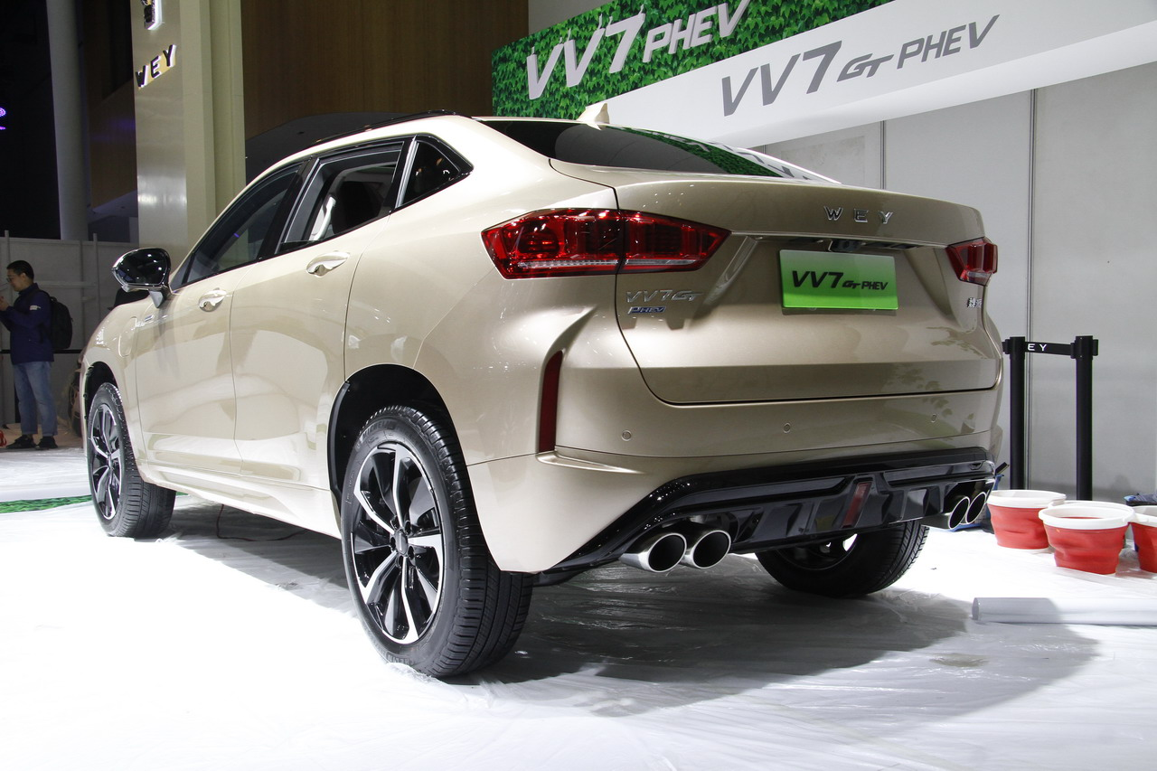 WEY家族全新形象代表 WEY VV7 GT混动亮相成都车展