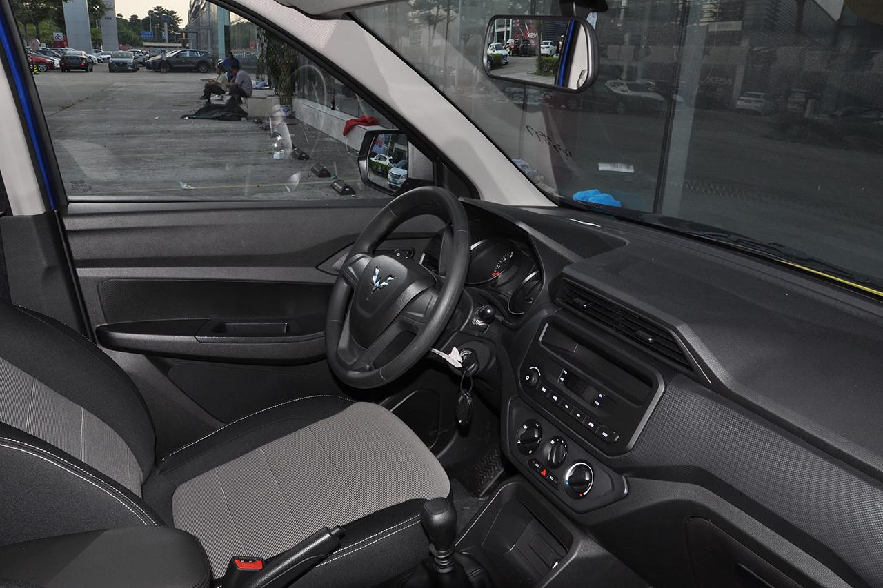 2019款五菱宏光S 1.5L手动基本型封窗车L2B 国VI