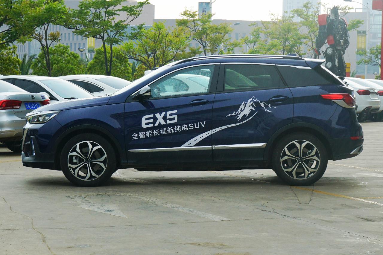 2019款北汽新能源EX5 悦潮版