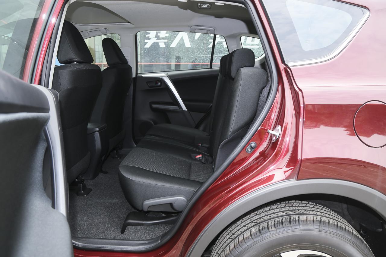 2016款RAV4荣放 2.0L自动两驱风尚版