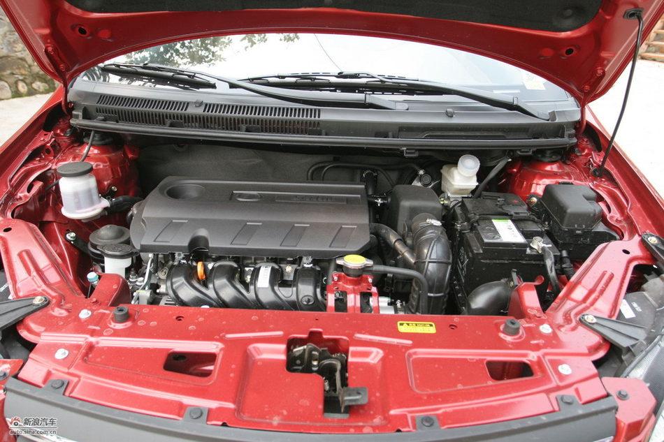 2012款腾翼C30 1.5L手动豪华型发动机舱