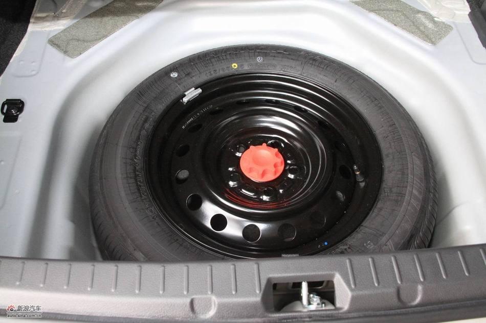 2011款卡罗拉引擎底盘