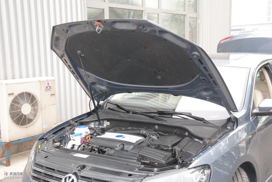2011款帕萨特发动机舱