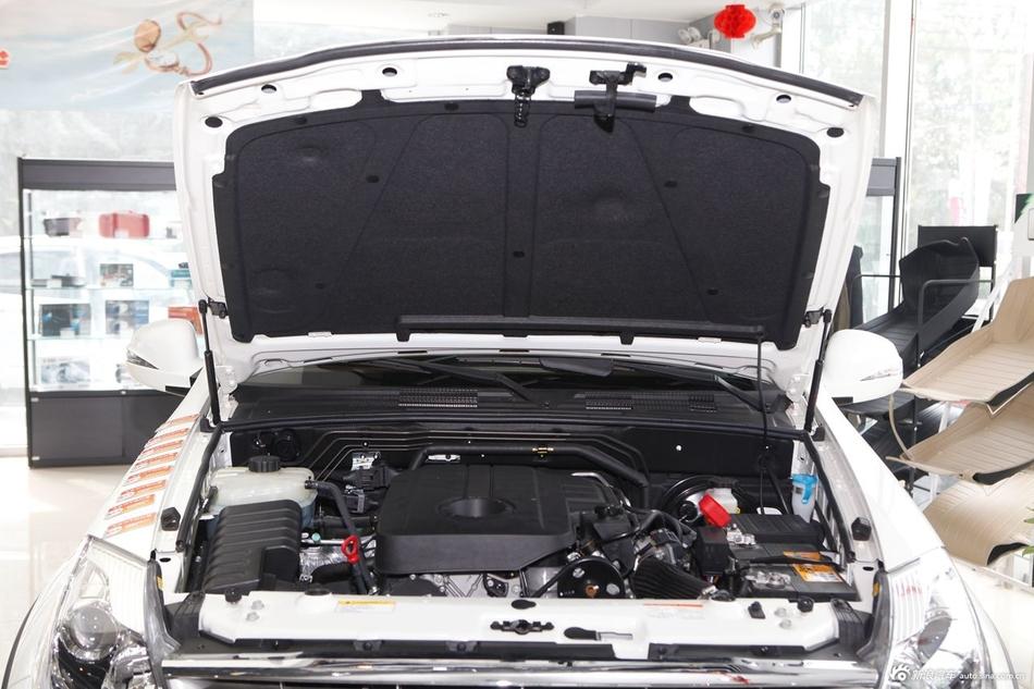 2014款雷斯特W 2.0T两驱精英导航版5座