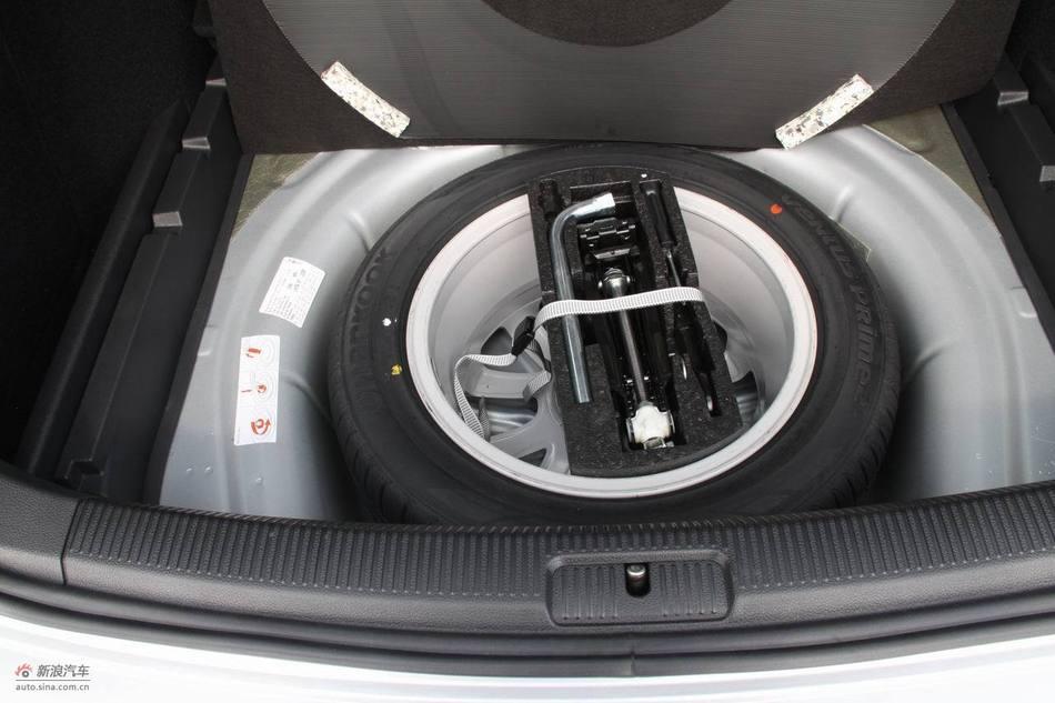 2011款高尔夫旅行轿车引擎与底盘