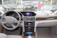 奔驰E300优雅型