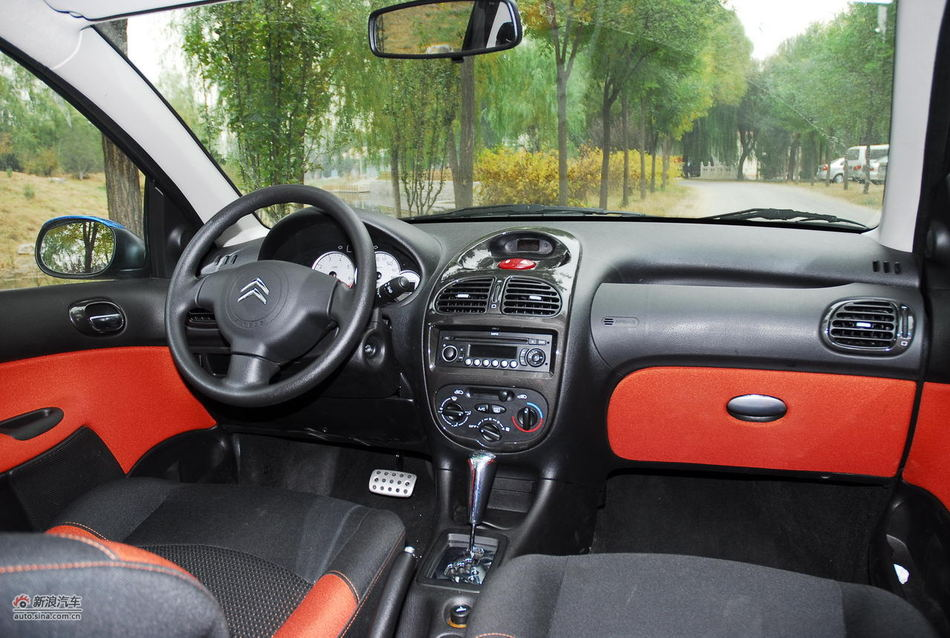 2012款雪铁龙C2 1.6升自动挡内饰功能